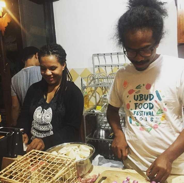 Papua Jungle Chef dalam berbagai aktifitas (Foto : Charles Toto)